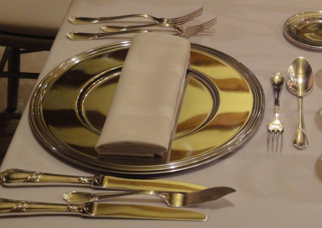 Cubieto: plato, cubiertos, servilleta