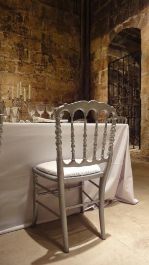 Detalle de la silla en color plata.